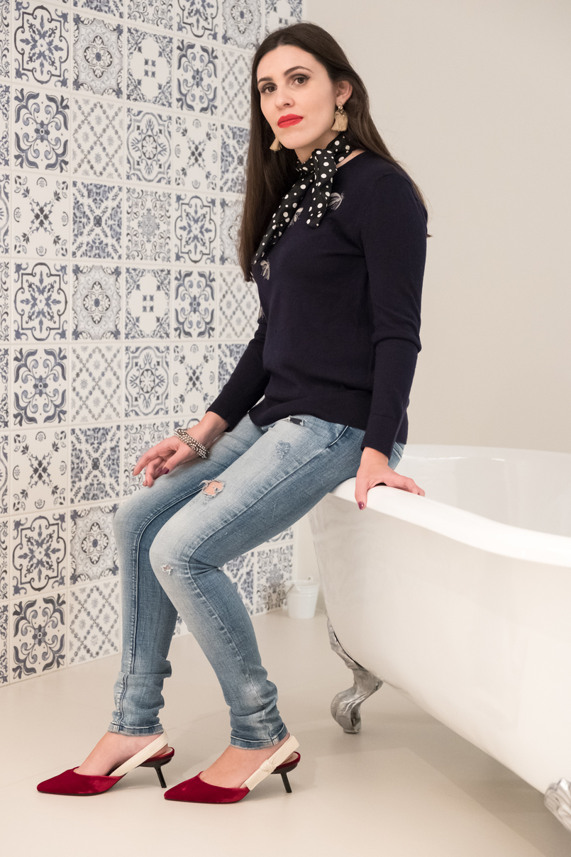 Le Fashionaire I found a Crystal in Oporto's heart cristal hotel oporto velvet red bow christian dior mango shoes denim blue zara jeans mohair blue embroidered bugs uterque sweater polka dots zara scarf 3736 EN 805x1208