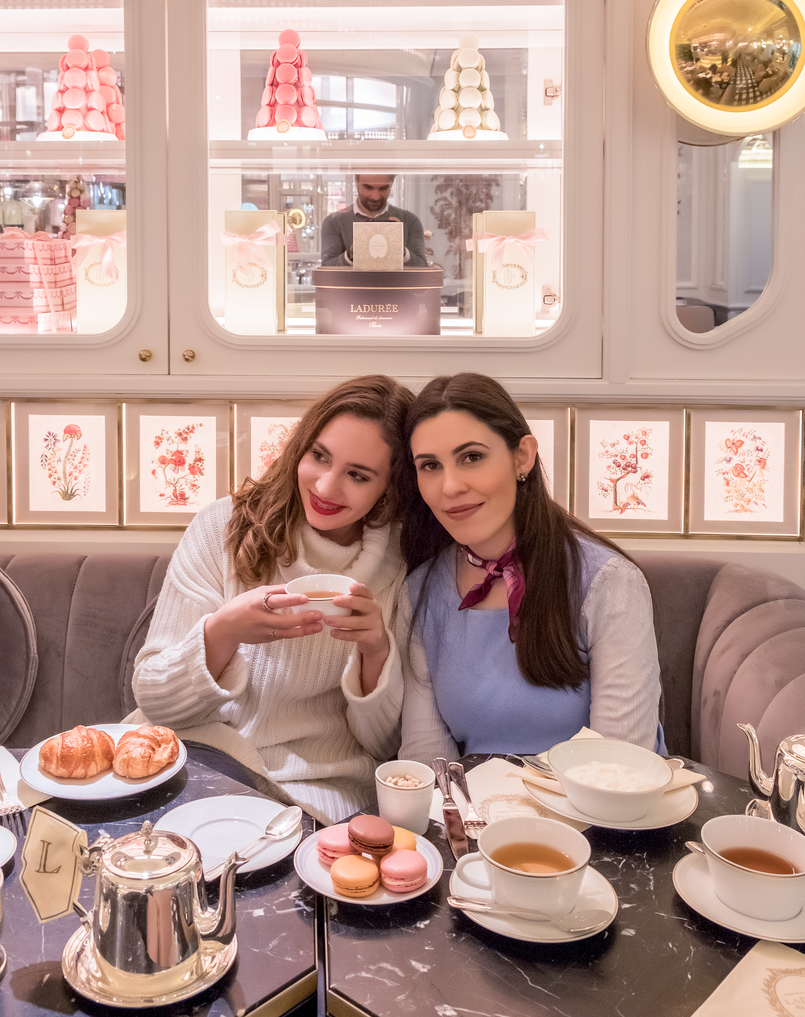 Le Fashionaire Ladurée in Lisbon: the tea room you need to know daniela pedroso white knit red lips silver tea pot cup white sky blue lace sweater pink emilio pucci scarf 5089 EN 805x1017