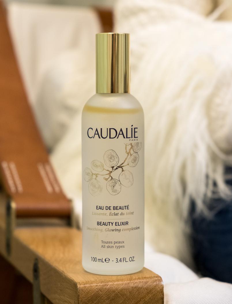 Le Fashionaire O que oferecer às mulheres da família no natal: Caudalie eau de beaute frasco grande transparente 4041 PT 805x1057