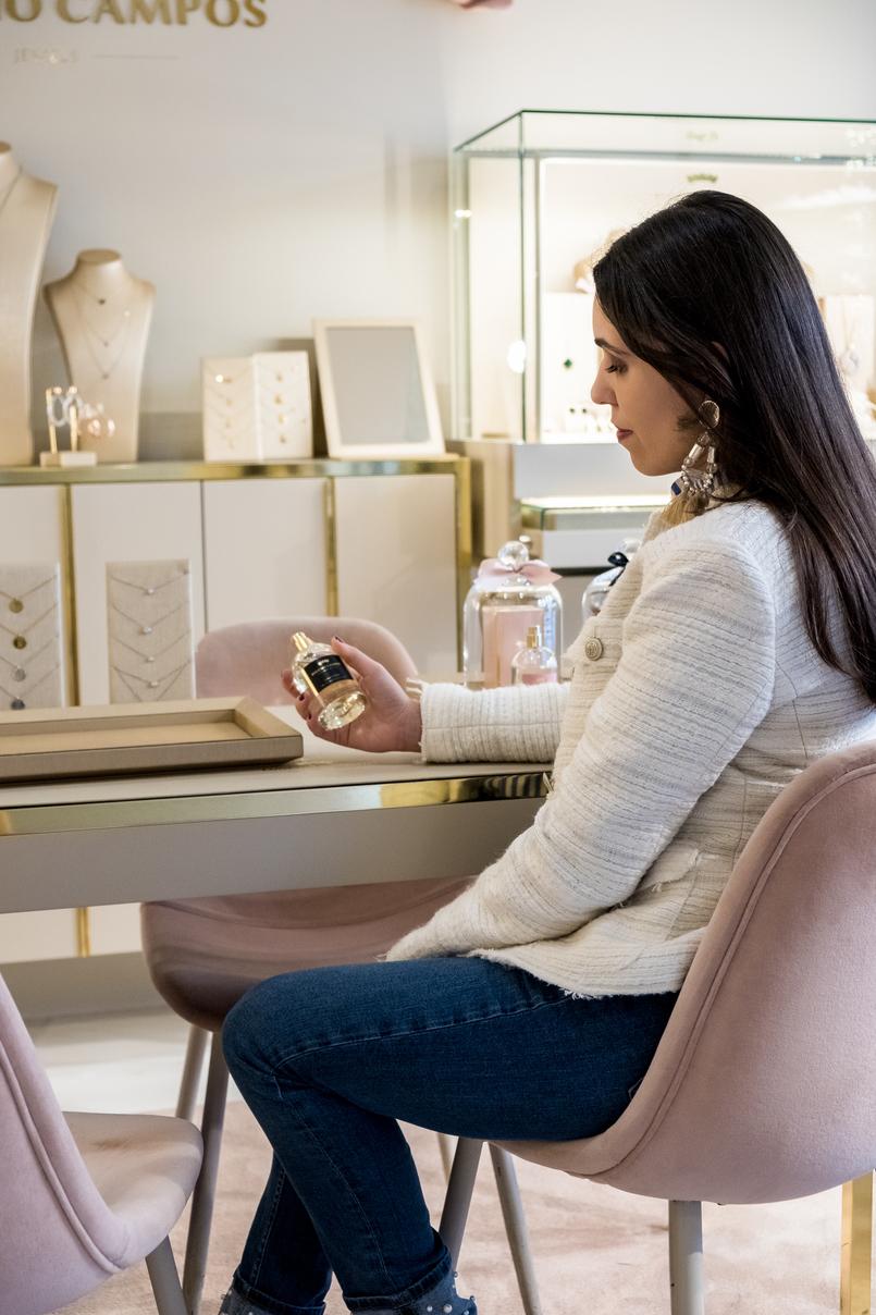 Le Fashionaire Eugénio Campos: as jóias que contam histórias eugenio campos joias loja cadeiras rosa bebe veludo brincos grandes franjas rosa hm casaco branco tweed zara 3986 PT 805x1208