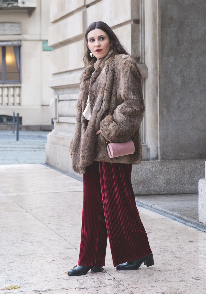 Le Fashionaire Chic outfit for Christmas day flare velvet burgundy pants pale pink suede jean paul gaultier scandal clutch faux fur brown coat black leather white pearls zara boots 6317 EN 805x1145