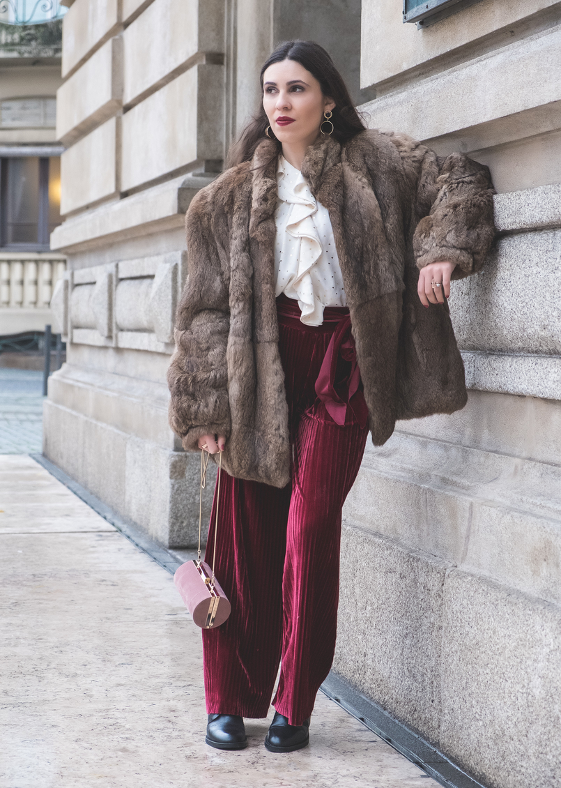 Le Fashionaire Chic outfit for Christmas day flare velvet burgundy pants pale pink suede jean paul gaultier scandal clutch faux fur brown coat black leather white pearls zara boots 6330 EN 805x1130