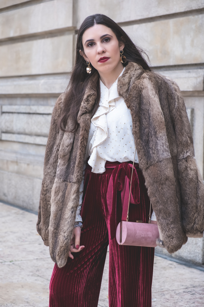 Le Fashionaire Chic outfit for Christmas day flare velvet burgundy pants white gold dots chic zara shirt fall winter pale pink suede jean paul gaultier scandal clutch faux fur brown coat 6242 EN 805x1208