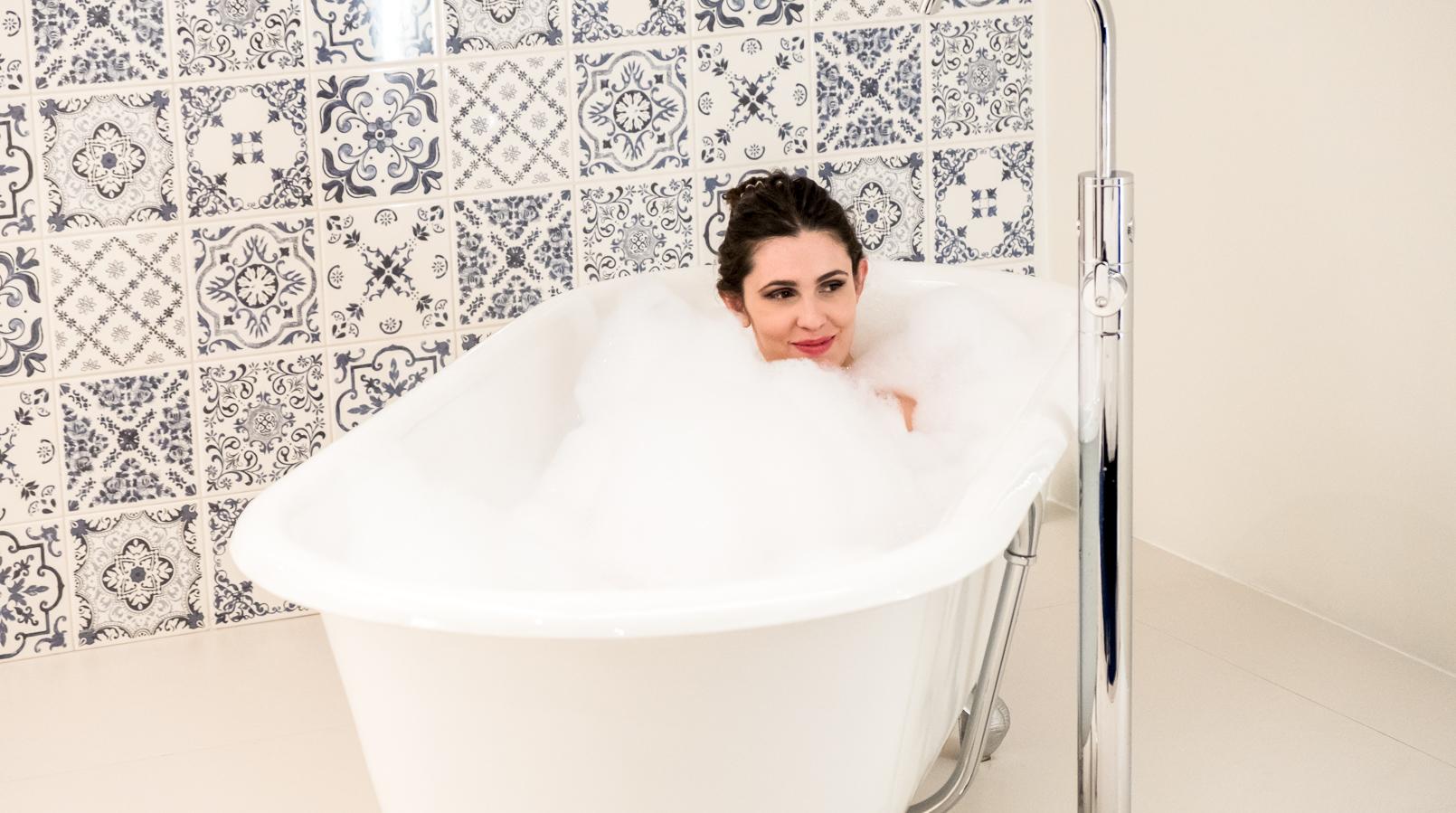 Le Fashionaire Encontrei o Cristal no coração do Porto hotel cristal porto banheira estilo vitoriana espuma branca banho espuma azulejos azul branco 3810F PT