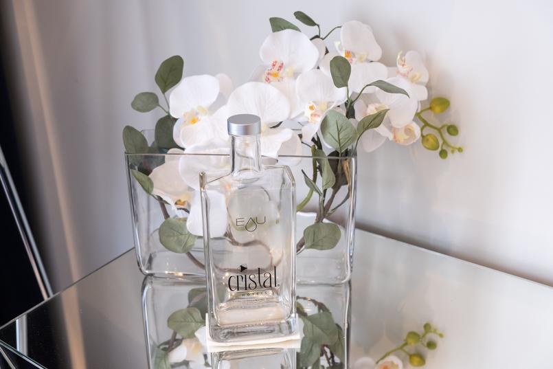 Le Fashionaire Encontrei o Cristal no coração do Porto hotel cristal porto garrafa agua cristal transparente orquideas brancas 3861 PT 805x537