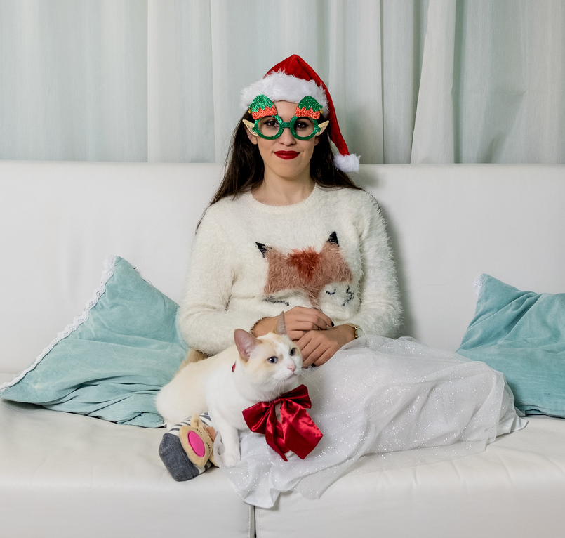 Le Fashionaire Merry Christmas my loves! kiko cute kitty cat silk bow white fluffy fox jumper zara kids pleated glitter white silver zara green glasses 4566 EN 805x766