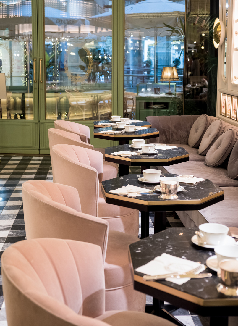 Le Fashionaire Ladurée in Lisbon: the tea room you need to know laduree decor velvet pale pink chairs green seats gold floral portuguese tiles 5108 EN 805x1102