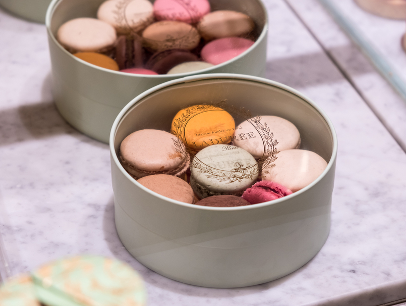 Le Fashionaire Ladurée in Lisbon: the tea room you need to know macarons pink orange brown chocolate passionfruit rose petals 5346 EN 805x606