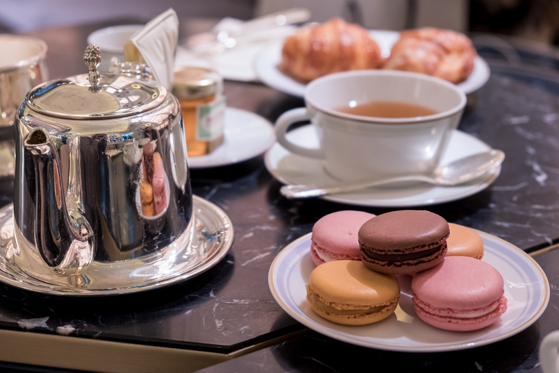 Le Fashionaire Ladurée in Lisbon: the tea room you need to know macarons pink orange brown chocolate passionfruit rose petals silver tea pot cup white 5066 EN 805x537