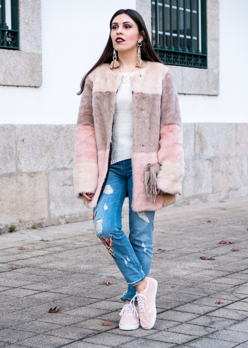 Le Fashionaire Best thing about winter: faux fur coats maxi faux fur pale pink black grey asos coat denim fishes pale pink embroidered zara jeans pale pink gold dots suede vans 3288 EN 805x1130