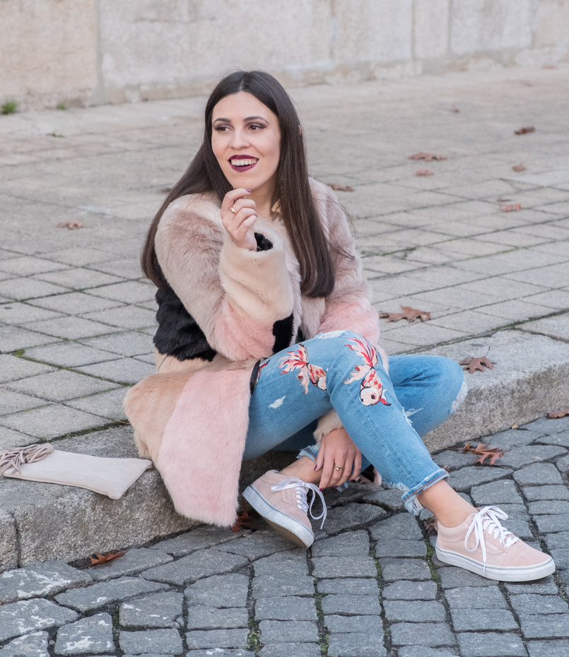 Le Fashionaire Best thing about winter: faux fur coats maxi faux fur pale pink black grey asos coat denim fishes pale pink embroidered zara jeans pale pink gold dots suede vans 3322 EN 805x930