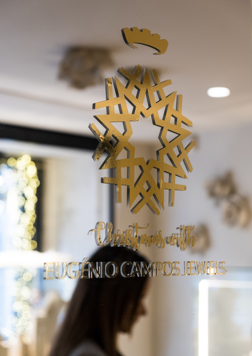Le Fashionaire Eugénio Campos: the jewelry store you need to know mirror gold snowflake eugenio campos jewelry shop 3968 EN 805x1139