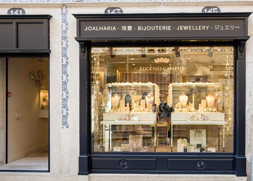 Le Fashionaire Eugénio Campos: as jóias que contam histórias montra eugenio campos joias loja 4003 PT 805x578