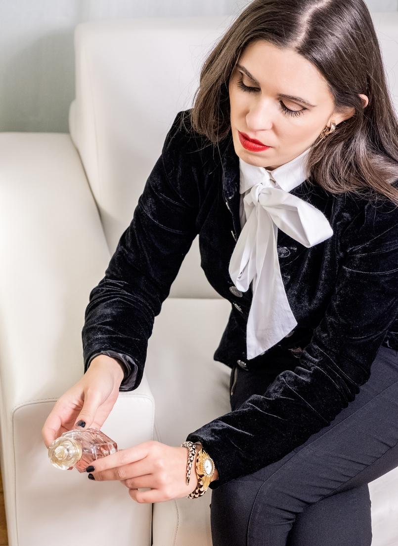 Le Fashionaire Os 4 melhores perfumes para oferecer este natal perfume labios vermelhos camisa branca laco grande globe casaco preto veludo zara relogio cobra roberto cavalli rosa mon guerlain 5036 PT 805x1106