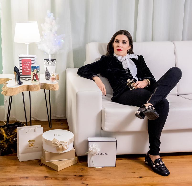 Le Fashionaire Christmas gifts ideas: the best 4 perfumes for her perfume velvet black jacket zara vinyl black white pearls shein monk shoes gold perfume bottle chanel gabrielle good girl carolina herrera heel 4999 EN 805x778