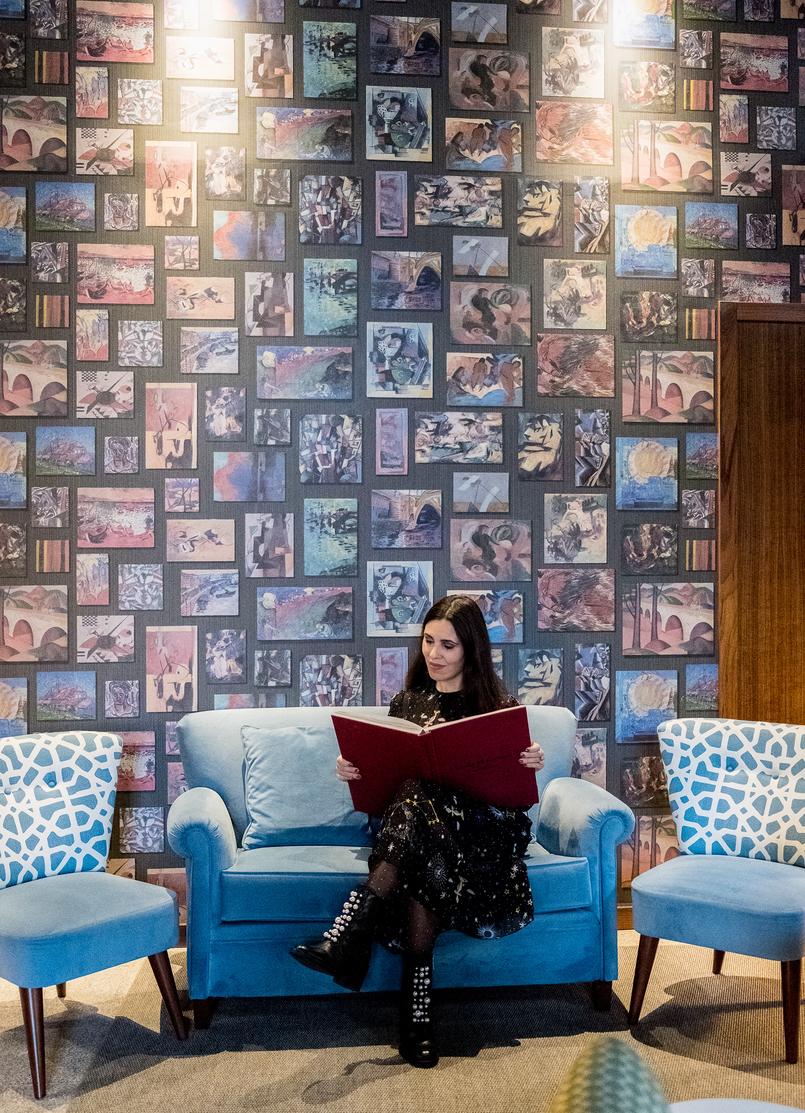 Le Fashionaire Pestana Vintage Hotel: the most charming hotel in Oporto pestana vintage hotel ribeira sofas veludo azul vestido preto estrelas planetas zara livro grande vermelho azul verde diagonal 5800 EN 805x1113