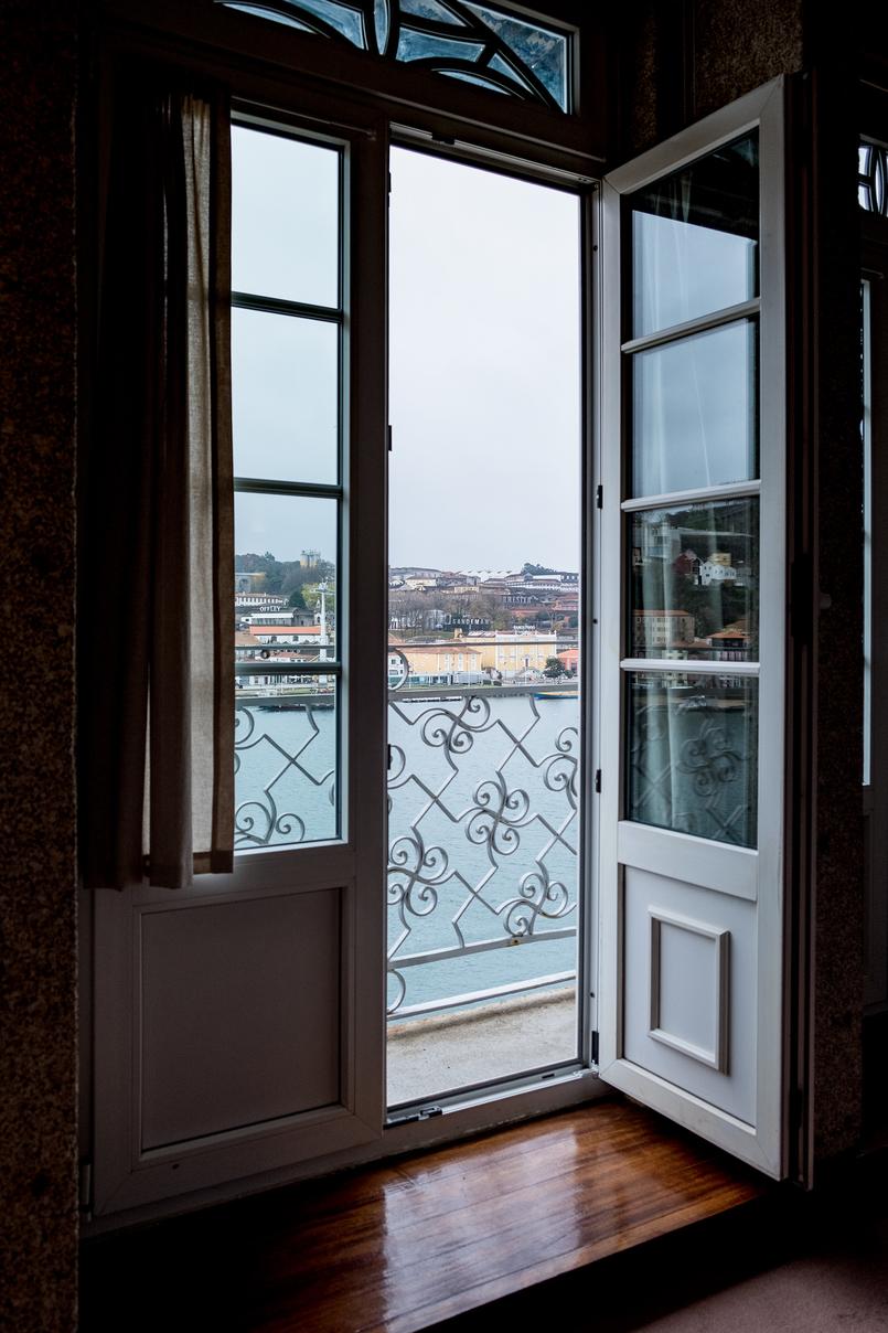 Le Fashionaire Hotel Pestana Vintage: Charme na zona ribeirinha do Porto pestana vintage hotel ribeira white high window 5840 PT 805x1208