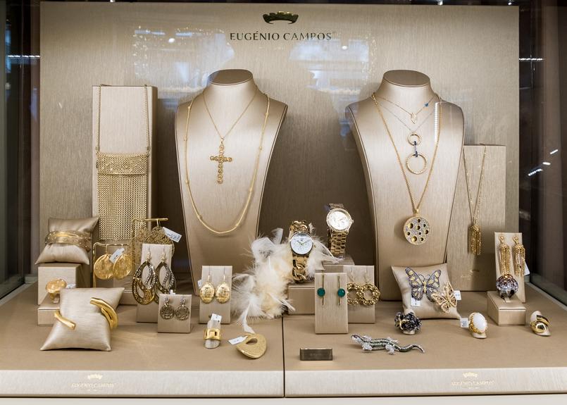 Le Fashionaire Eugénio Campos: as jóias que contam histórias pregadeira lagartixa cristais eugenio campos joias loja 3945 PT 805x575