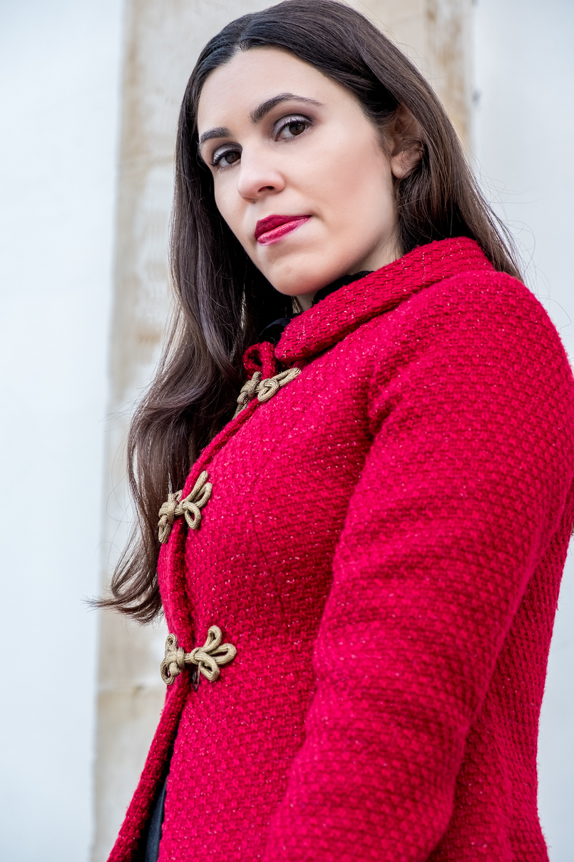 Le Fashionaire Christmas classic outfit red sparkling wool gold fastenings lanidor jacket 6569 EN 805x1208