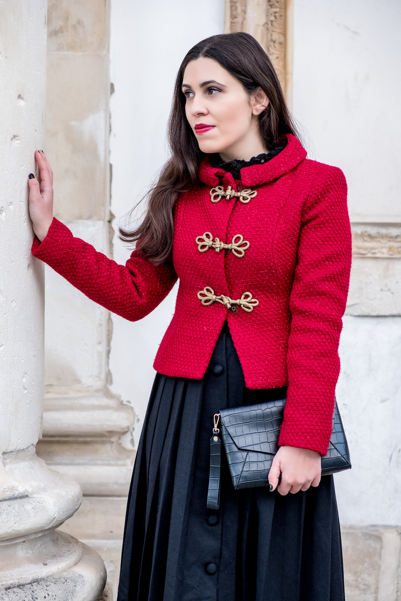 Le Fashionaire Christmas classic outfit red sparkling wool gold fastenings lanidor jacket black midi skirt front buttons old croco black parfois clutch 6552 EN 805x1208