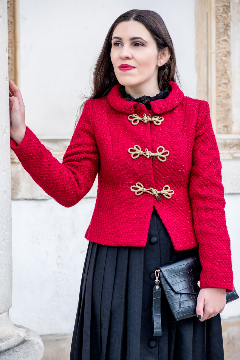 Le Fashionaire Christmas classic outfit red sparkling wool gold fastenings lanidor jacket black midi skirt front buttons old croco black parfois clutch 6557 EN 805x1208