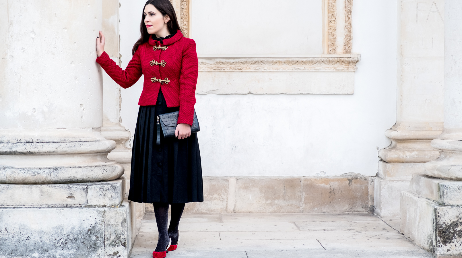Le Fashionaire Christmas classic outfit red sparkling wool gold fastenings lanidor jacket black midi skirt front buttons old croco black parfois clutch 6560F EN
