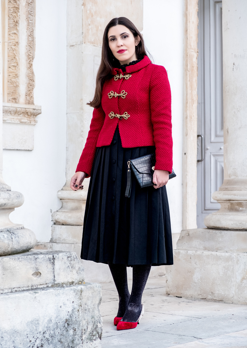 Le Fashionaire Christmas classic outfit red sparkling wool gold fastenings lanidor jacket black midi skirt front buttons old velvet red heels dior inspired mango shoes 6580 EN 805x1133