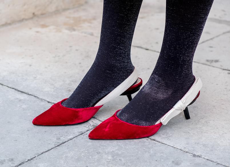 Le Fashionaire Look clássico para o natal sapatos vermelhos veludo inspirados dior mango 6567 PT 805x584