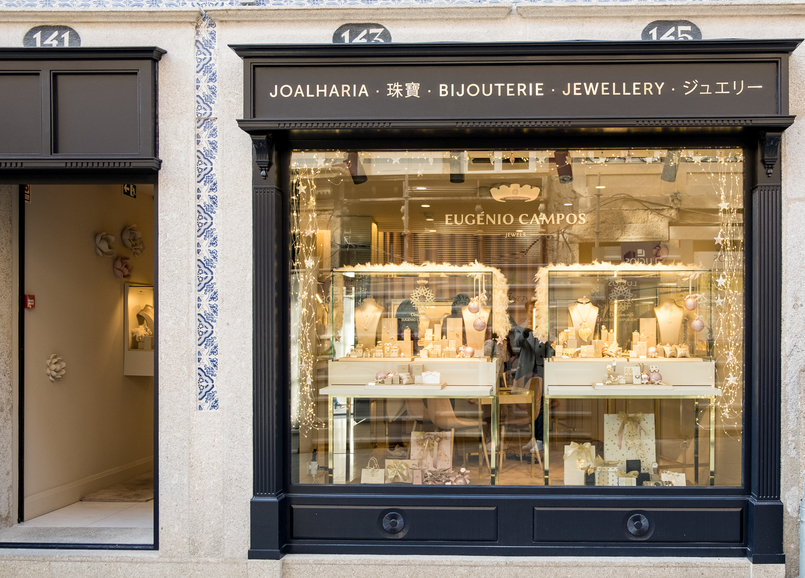 Le Fashionaire Eugénio Campos: the jewelry store you need to know shop window eugenio campos jewelry shop 4003 EN 805x578