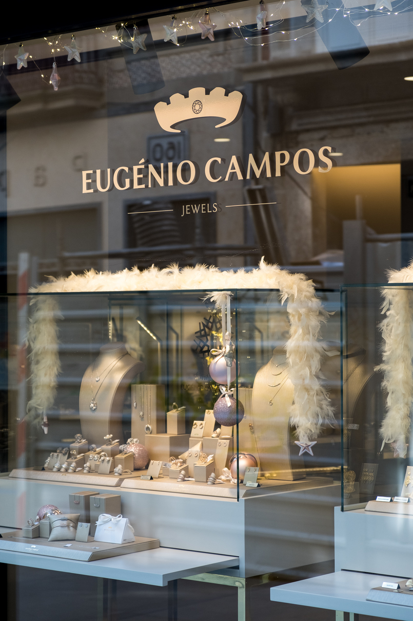 Le Fashionaire Eugénio Campos: the jewelry store you need to know shop window eugenio campos jewelry shop 4004 EN 805x1208