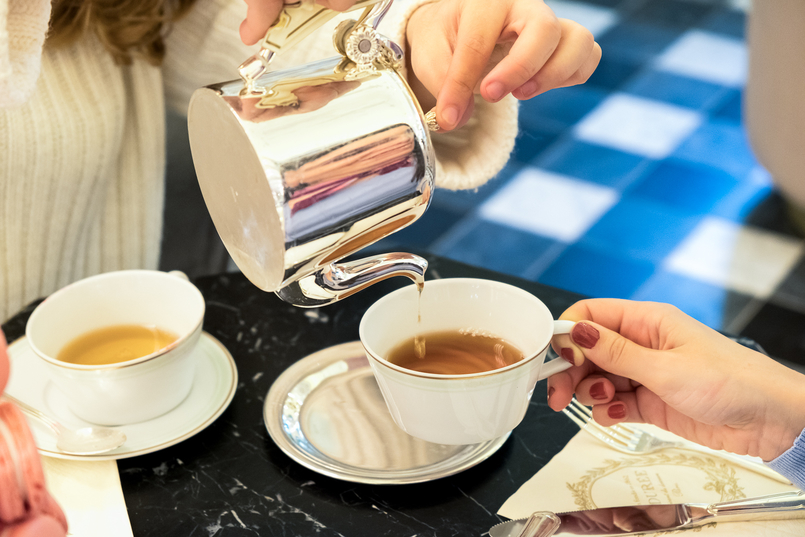 Le Fashionaire Ladurée in Lisbon: the tea room you need to know silver tea pot cup white 5172 EN 805x537