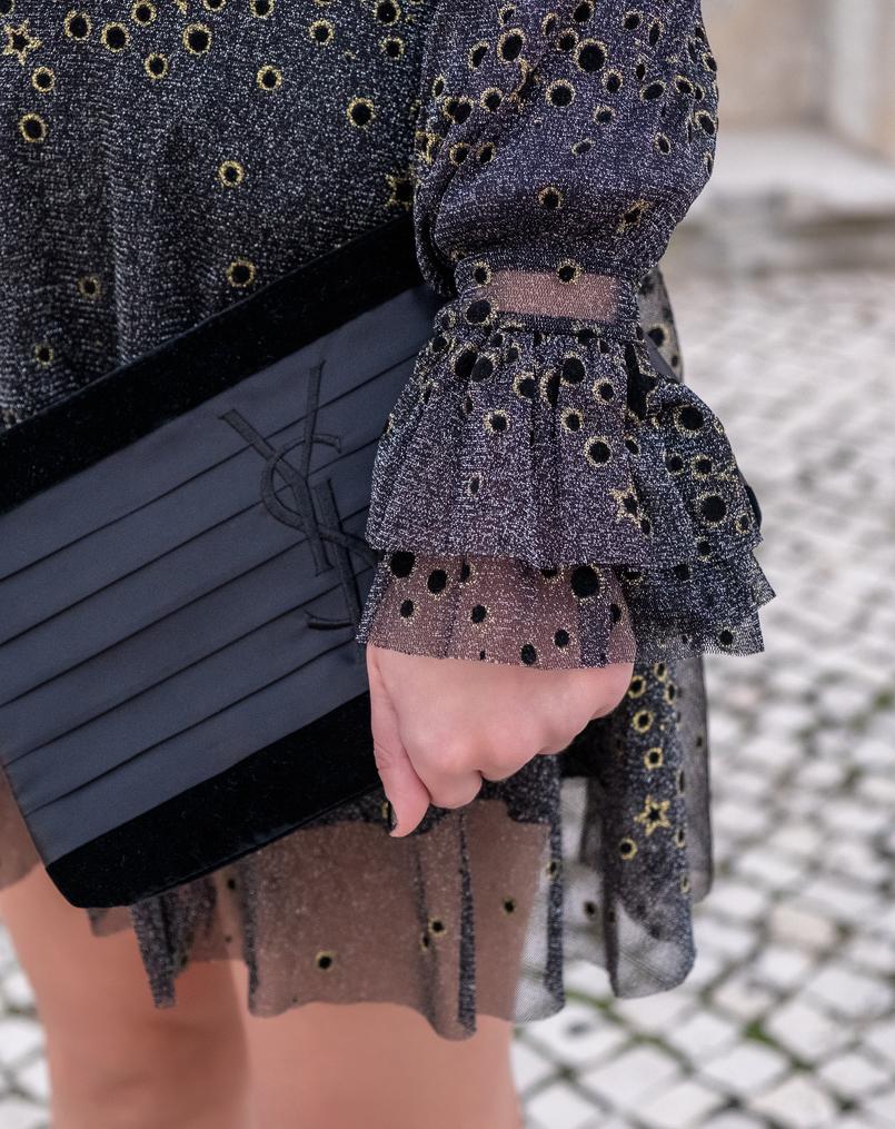 Le Fashionaire Vestido para a passagem de ano vestido preto cinzento estrelas douradas brilhos organza zara clutch preta cetim veludo ysl 6698 PT 805x1015