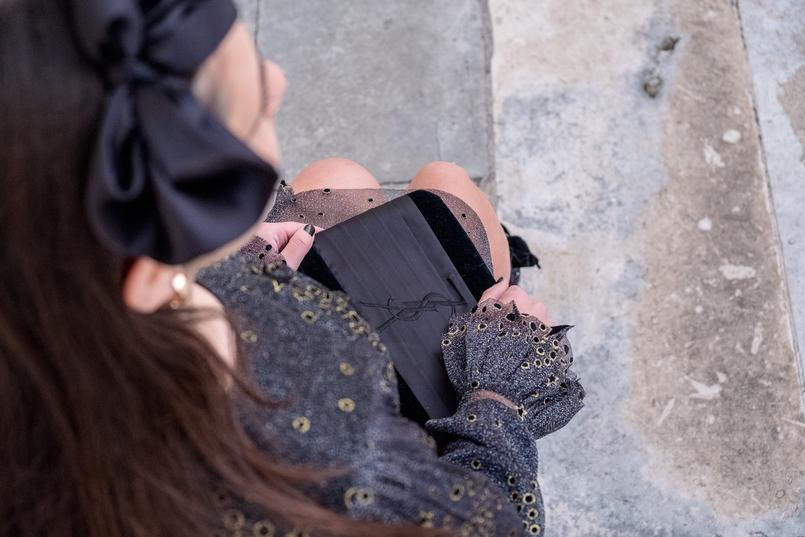 Le Fashionaire Vestido para a passagem de ano vestido preto cinzento estrelas douradas brilhos organza zara clutch preta cetim veludo ysl 6733 PT 805x537