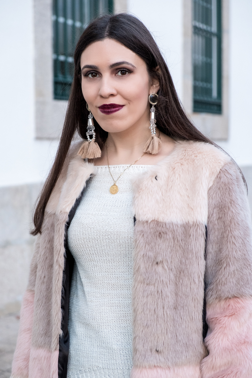 Le Fashionaire Best thing about winter: faux fur coats white wool local store knit maxi tassels pvc pale pink hm earrings gold silver world map cinco necklace 3302 EN 805x1208