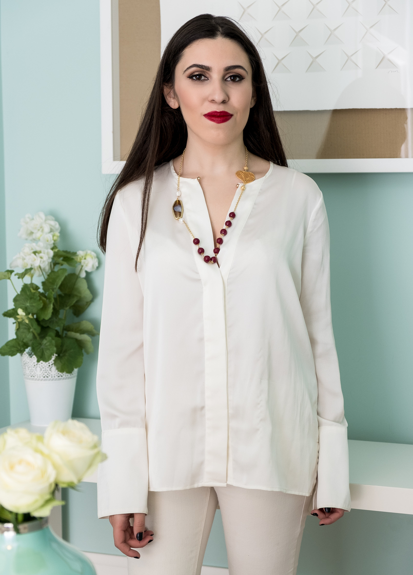 Le Fashionaire Christmas gifts for friends and mum: jewelry white zara silk shirt filigree portuguese heart red pearls necklace 0 4081 EN 805x1120
