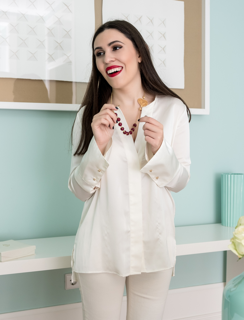 Le Fashionaire Christmas gifts for friends and mum: jewelry white zara silk shirt filigree portuguese heart red pearls necklace 0 4112 EN 805x1055