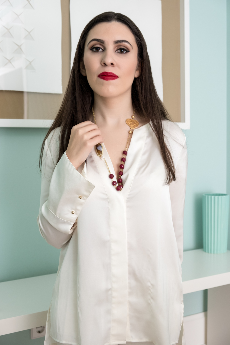 Le Fashionaire Christmas gifts for friends and mum: jewelry white zara silk shirt filigree portuguese heart red pearls necklace 0 4118 EN 805x1208