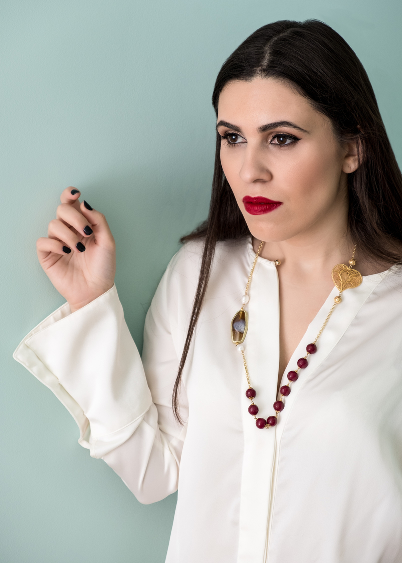 Le Fashionaire Christmas gifts for friends and mum: jewelry white zara silk shirt filigree portuguese heart red pearls necklace 0 4123 EN 805x1129