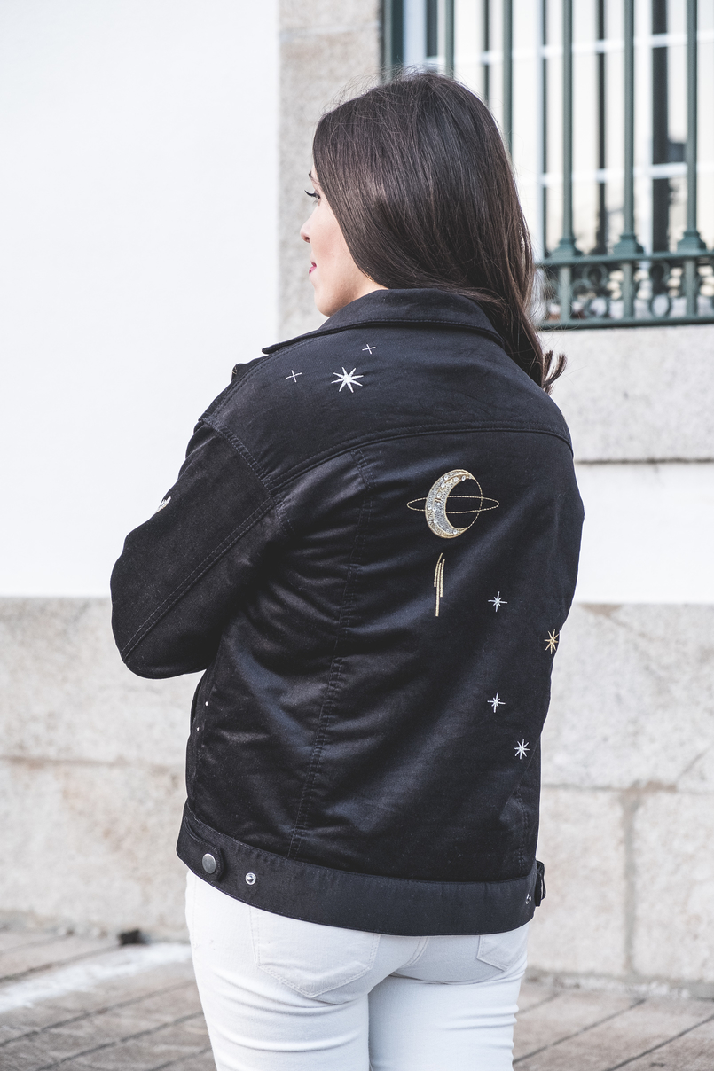 Le Fashionaire The coolest jacket to buy on sales black gold embroidered moon stars beautiful hm jacket white mango skinny jeans 7364 EN 805x1208
