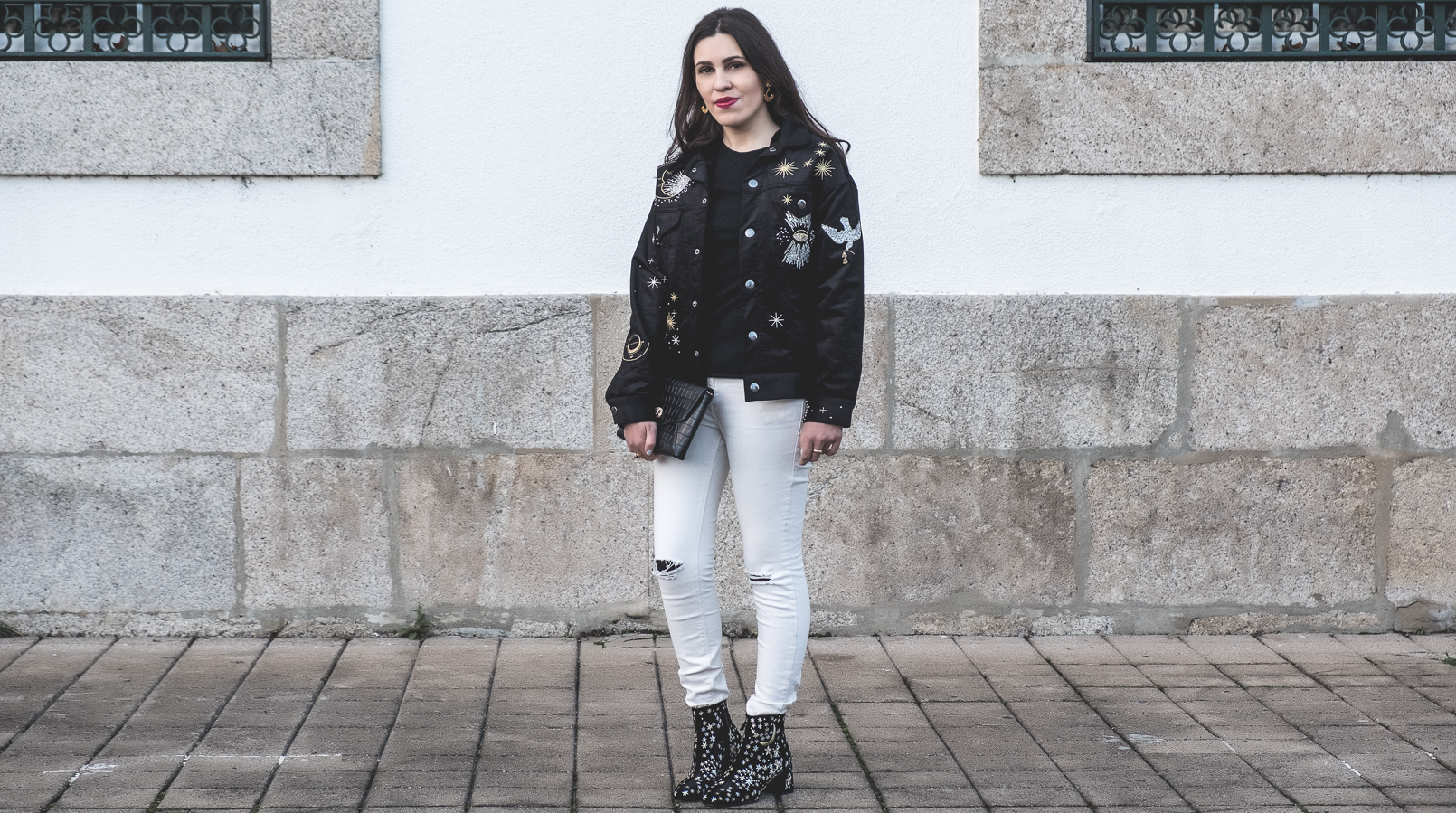 Le Fashionaire The coolest jacket to buy on sales black gold embroidered moon stars beautiful hm jacket white mango skinny jeans suede embroidered gold moon stars mango 7309F EN