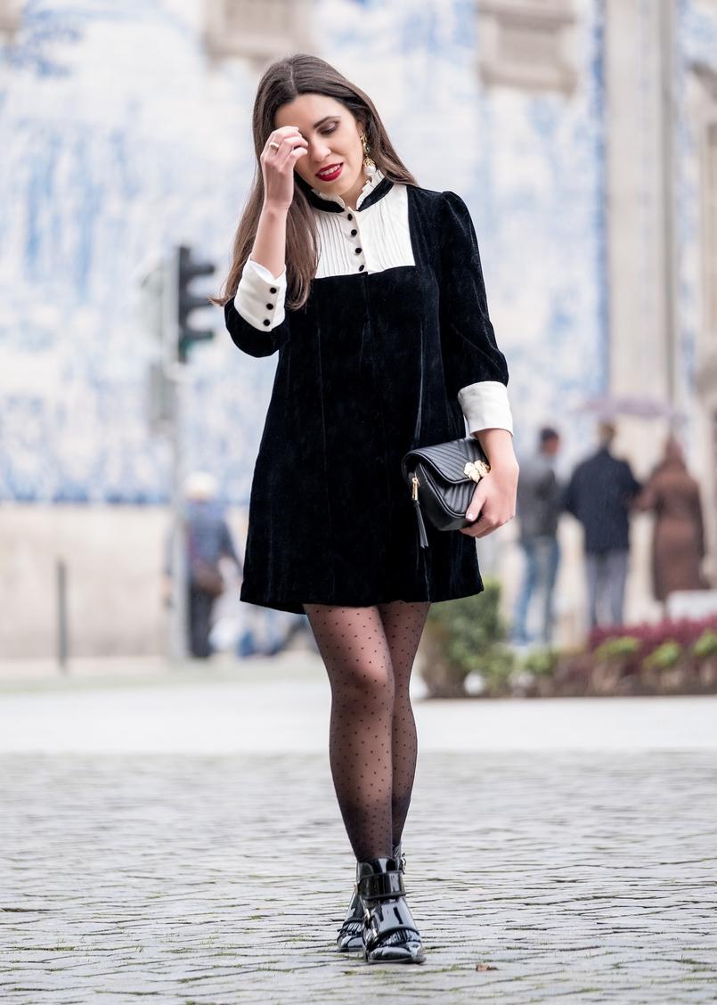 Le Fashionaire I've found the perfect boots for rainy days black velvet white coquette parisian zara dress black dots calzedonia tights black bag gold lions zara 8429 EN 805x1128