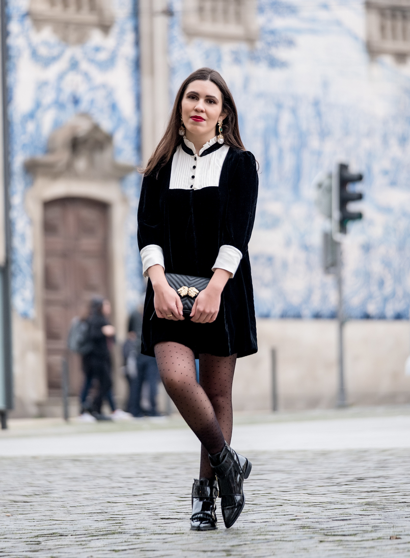 Le Fashionaire I've found the perfect boots for rainy days black velvet white coquette parisian zara dress black dots calzedonia tights black bag gold lions zara bold earrings gold pearl green stone 8360 EN 805x1095