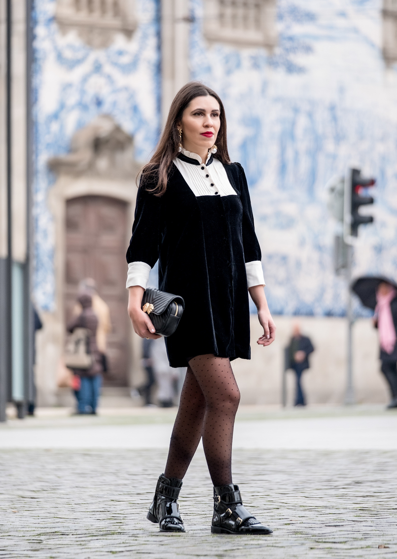 Le Fashionaire I've found the perfect boots for rainy days black velvet white coquette parisian zara dress black dots calzedonia tights pointy vinyl black massimo dutti ankle boots 8368 EN 805x1134