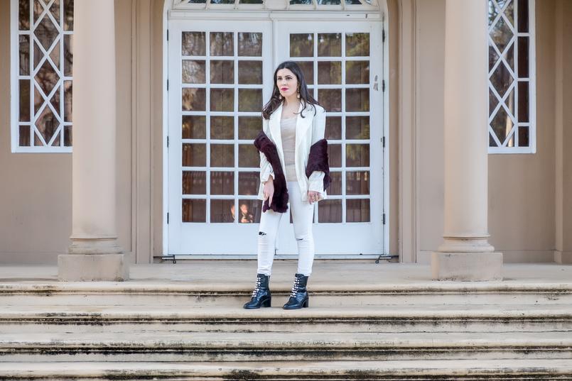 Le Fashionaire Duas peças para vestir em Janeiro blazer branco oversized veludo mango premium botins pretos pele perolas brancas salto alto zara estola cor vinho sfera 7251 PT 805x537