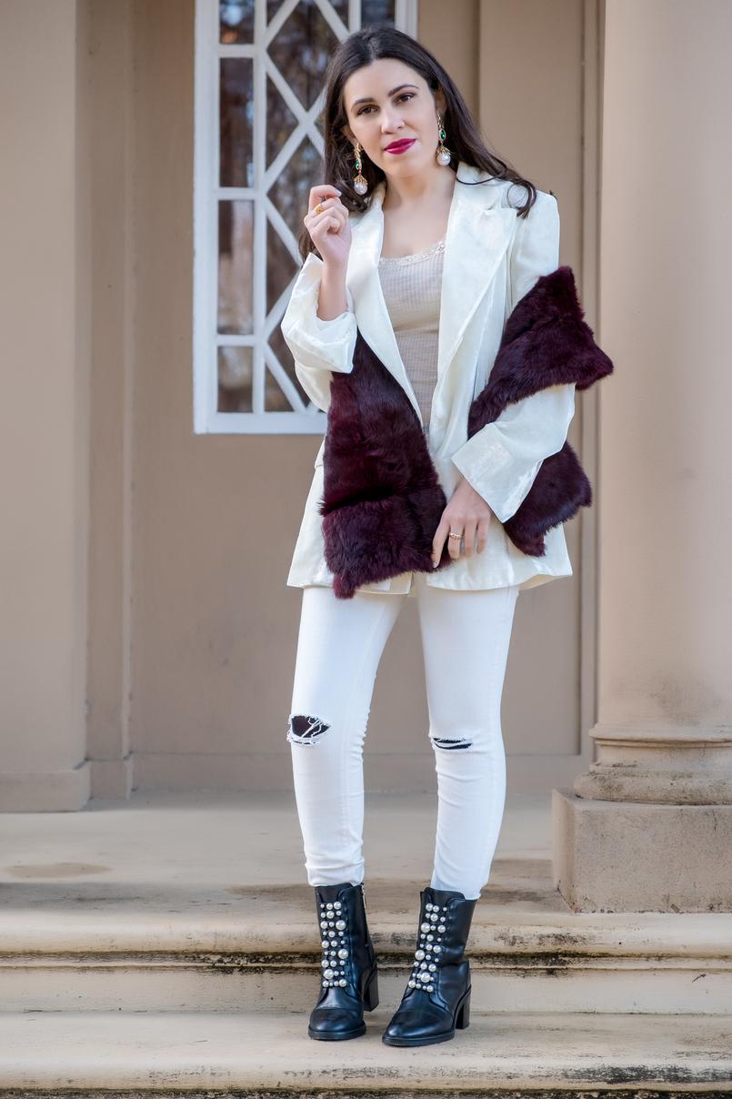 Le Fashionaire Duas peças para vestir em Janeiro blazer branco oversized veludo mango premium calcas brancas rasgoes mango botins pretos pele perolas brancas salto alto zara 7232 PT 805x1208