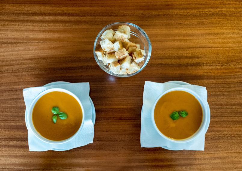 Le Fashionaire Cafés giros no Porto:  Apartamento cafe apartamento porto sopa tomate mangericao tostas 7588 PT 805x570