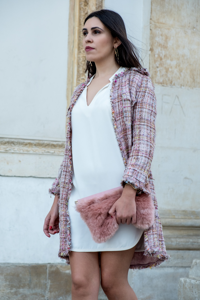Le Fashionaire A magia dos saldos acontece nas lojas físicas casaco tweed rosa botoes dourados vestido branco zara clutch rosa pelo stradivarius 0835 PT 805x1208