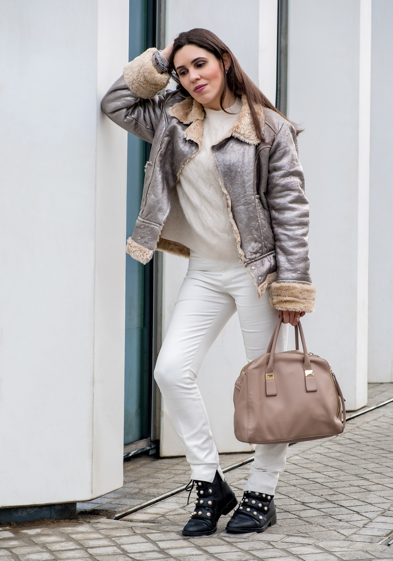 Le Fashionaire Are we too influenced by instagram? eights cashmere nude sweater knit mango black leather white pearls zara boots leather nude furla twiggy bag gold white pearls accessorize bracelet 5464 EN 805x1147