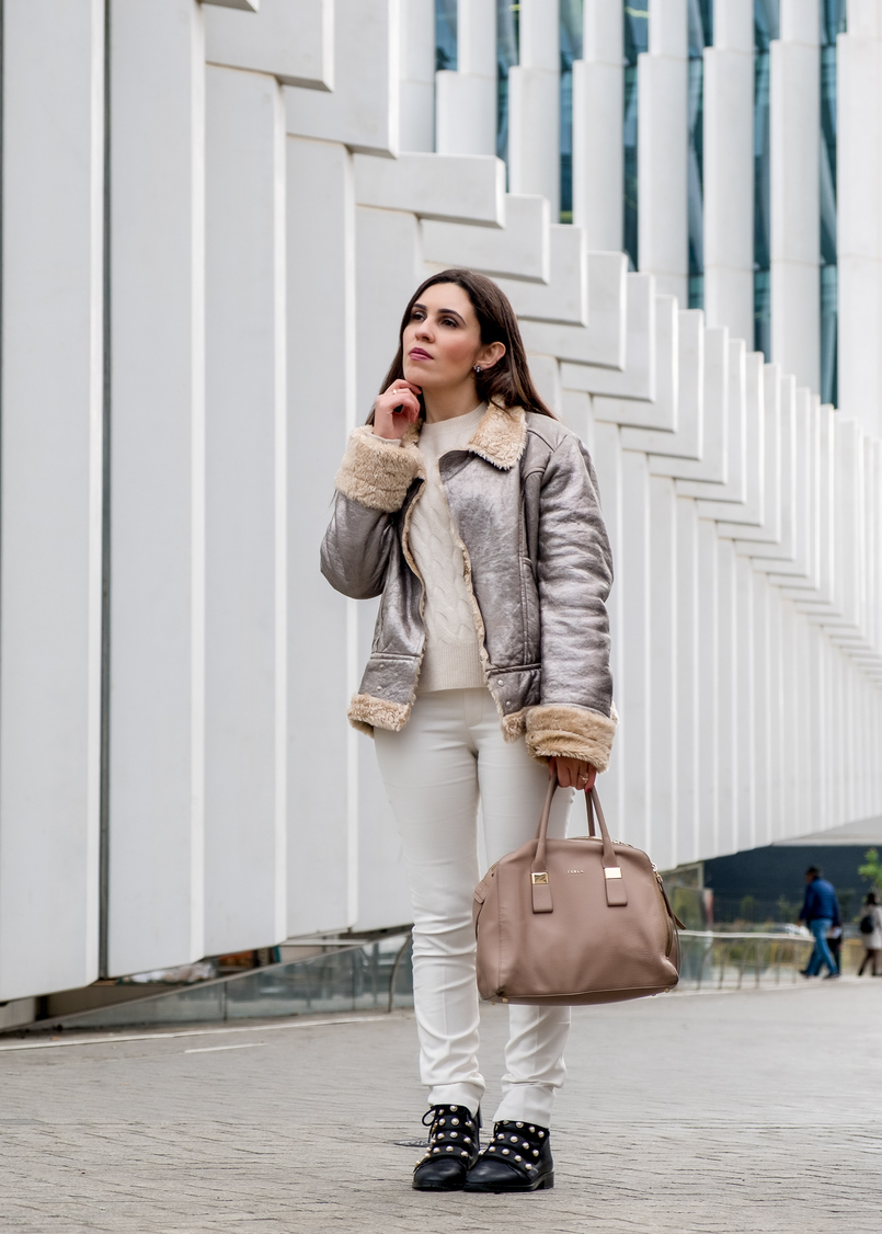 Le Fashionaire Are we too influenced by instagram? eights cashmere nude sweater knit mango white zara trousers black leather white pearls zara boots leather nude furla twiggy bag 5443 EN 805x1126