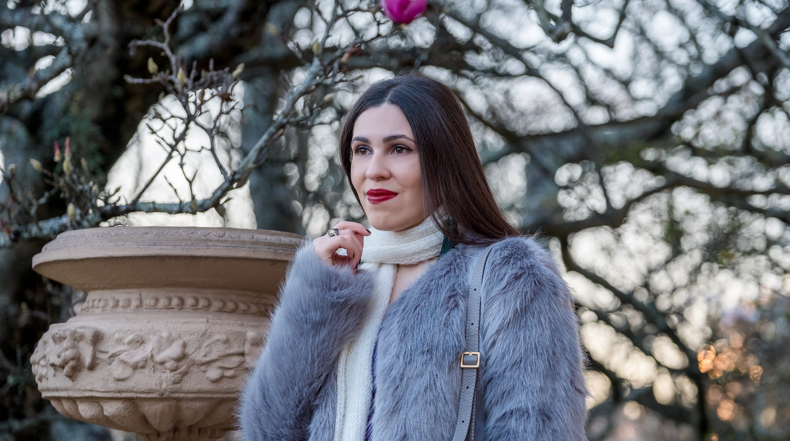 Le Fashionaire What we can learn with Lovely Pepa video on youtube faux fur pale sky blue bershka coat pompom white wool scarf 8818F EN